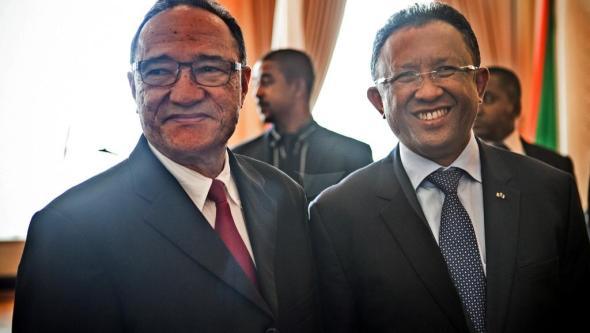 Premierminster Roger Kolo und Präsident Hery Rajaonarimampianina.